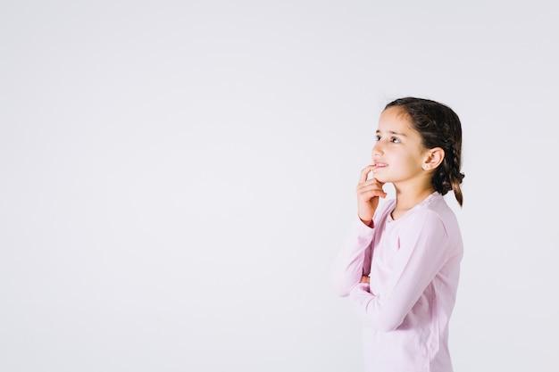 Garota pensando e roer unhas