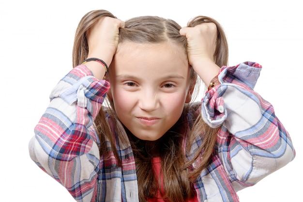 Garota pré-adolescente com raiva