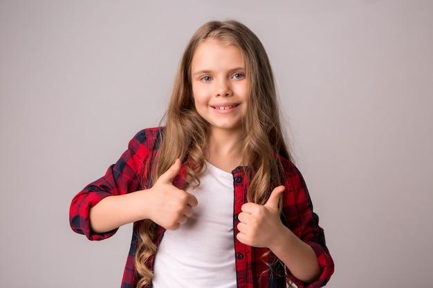 Garota pré-adolescente sorrindo