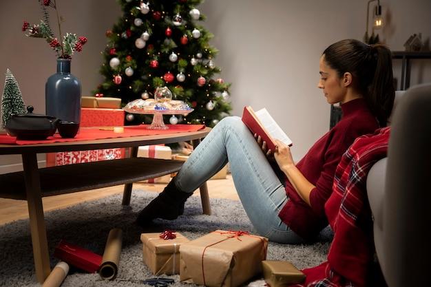 Garota que está lendo um livro