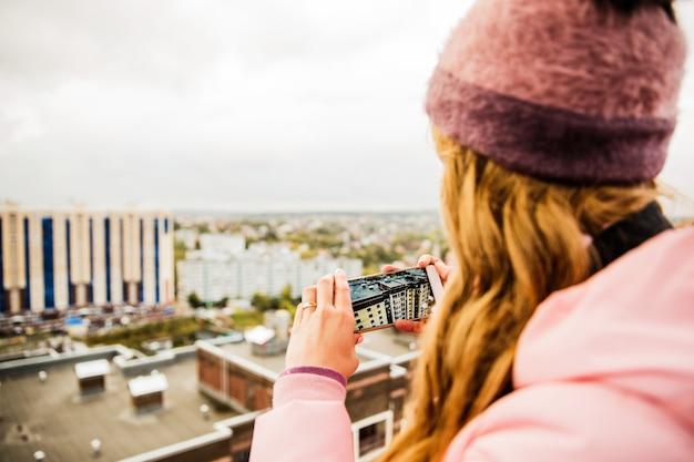 Garota tirando foto