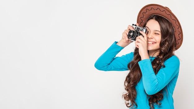 Garota tirando fotos