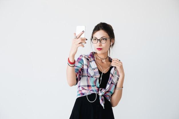 Garota tomando uma selfie
