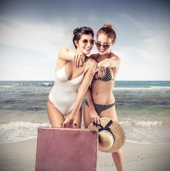 Garotas bonitas em umas férias de verão