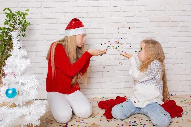 Garotas lindas em casa se preparando para comemorar o ano novo de 2022