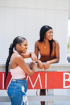 Garotas negras passando um tempo juntas