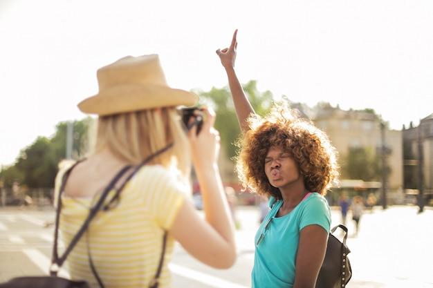 Garotas se divertindo em um período de férias