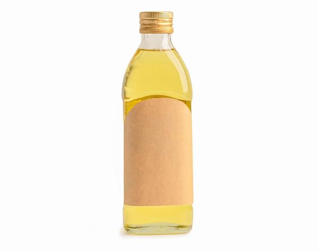 Garrafa de azeite vegetal para cozinhar, isolada no fundo branco com traçado de recorte.