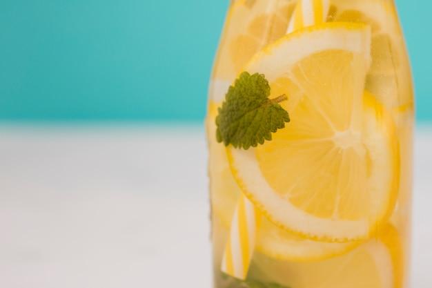 Garrafa de bebida de limão
