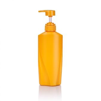 Garrafa de bomba plástica amarela em branco usada para xampu ou sabão.