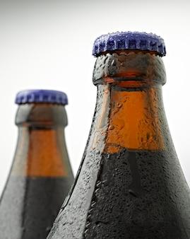 Garrafa de cerveja coberta com gotas de água