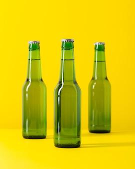 Garrafa de cerveja de alto ângulo