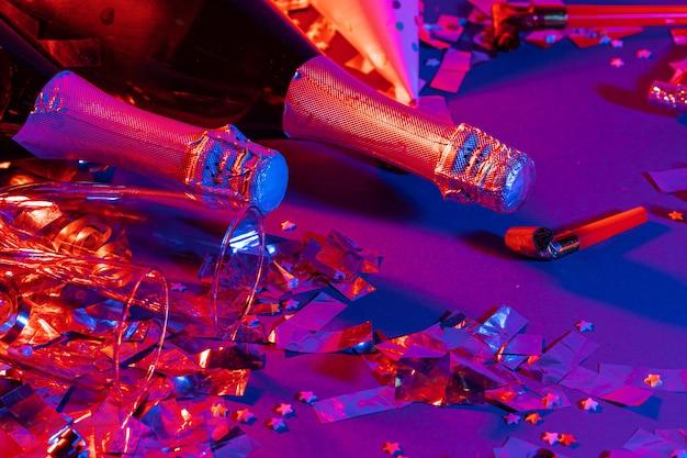Garrafa de champanhe com confete