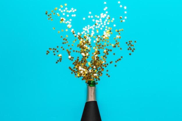 Garrafa de champanhe com serpentinas de festa colorido