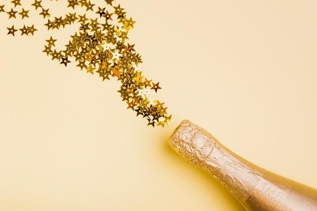 Garrafa de champanhe dourada com glitter em forma de estrela