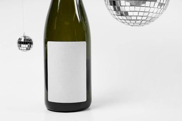 Garrafa de champanhe e bolas de discoteca