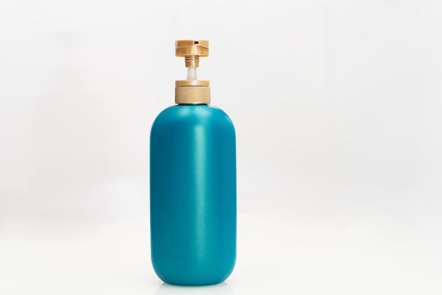 Garrafa de condicionador de cabelo shampoo em branco