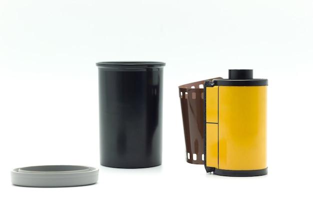 Garrafa de filme preto com tampa de garrafa cinza e amarelo
