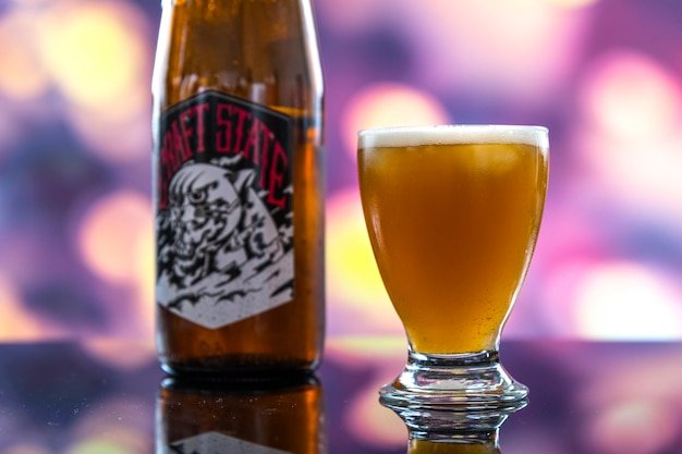 Garrafa de fotografia macro de cerveja artesanal