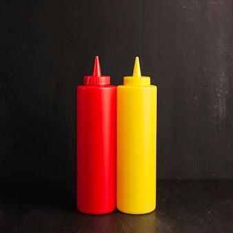 Garrafa de ketchup e mostarda
