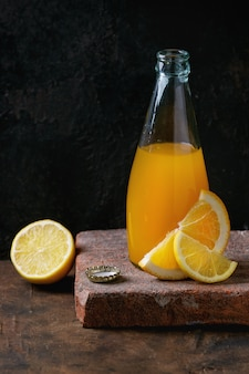 Garrafa de limonada cítrica