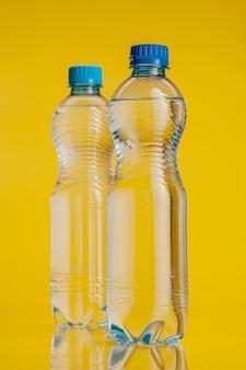 Garrafa de plástico cheia de bebida
