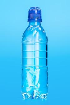 Garrafa de plástico de água mineral