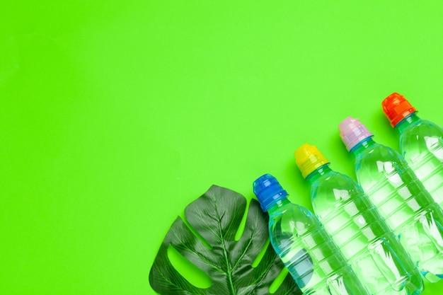 Garrafa de plástico de água potável. vida saudável
