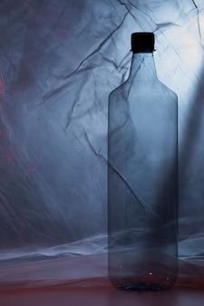 Garrafa de plástico em saco plástico