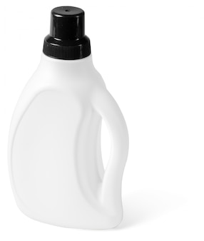 Garrafa de plástico isolada no branco