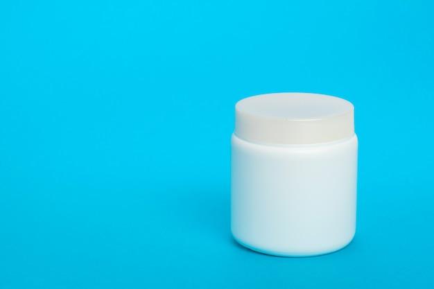 Garrafa de plástico isolada