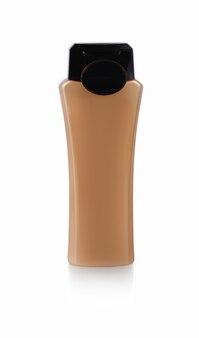 Garrafa de plástico marrom com gel de banho em fundo branco.