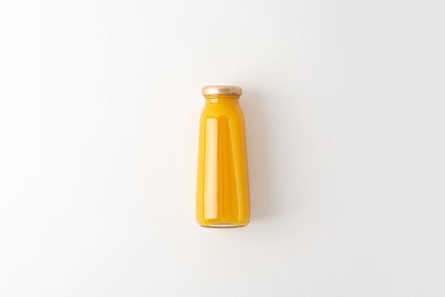 Garrafa de suco amarelo
