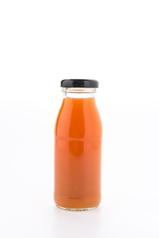 Garrafa de suco de laranja isolado no fundo branco