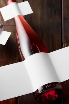 Garrafa de vinho com rótulo em branco