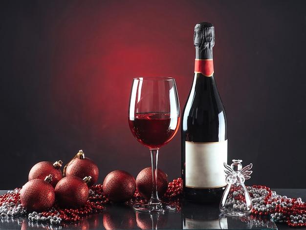 Garrafa e copo de celebração de ano novo