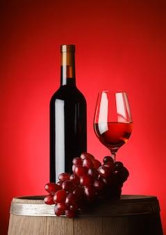 Garrafa e copo de vinho