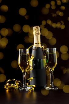 Garrafa e taça de champanhe