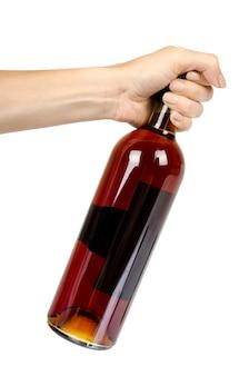 Garrafa fechada de vinho com a mão, álcool e conceito de dependência