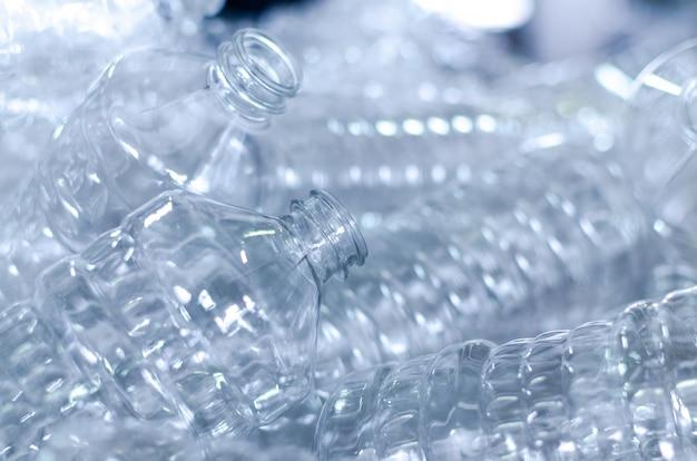 Garrafa. linha de fábrica para fabricação de garrafas de polietileno. embalagem de comida transparente.