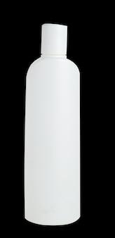 Garrafa plástica branca vazia isolada no fundo preto. embalagem para cosméticos, xampu.