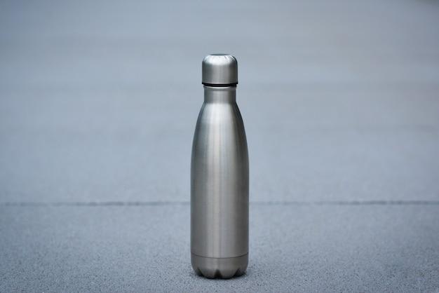 Garrafa térmica de aço inoxidável cor prata