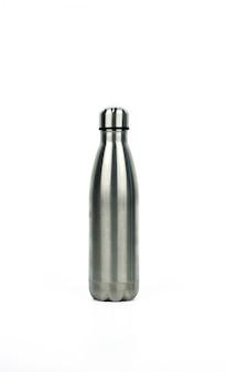 Garrafa térmica prata com design de esporte isolado no fundo branco, com espaço de cópia