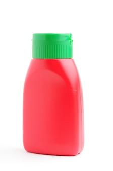 Garrafa vermelha em fundo branco isolado