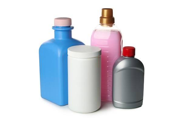 Garrafas com detergente líquido isoladas na mesa branca