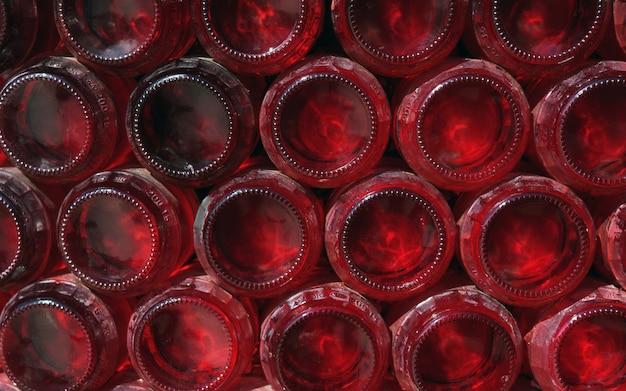 Garrafas vermelhas fundo empilhadas decoração abstrato parede
