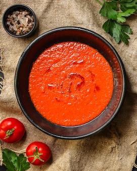 Gaspacho, tomate ou cenoura com legumes