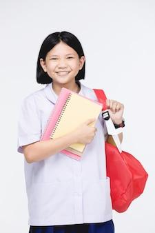 Gata do uniforme do aluno com artigos de papelaria em cinza