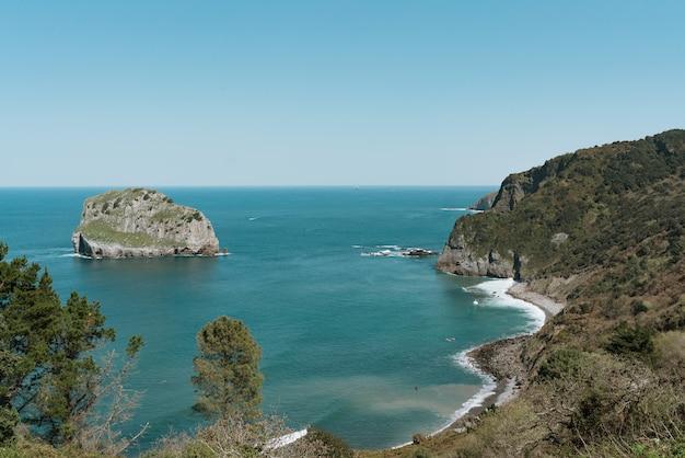 Gaztelugatxe costa do norte da espanha