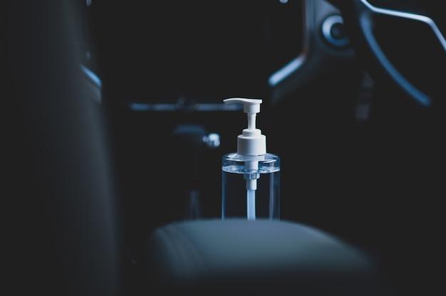 Gel de álcool na mão de limpeza de carro proteger o vírus corona novo normal
